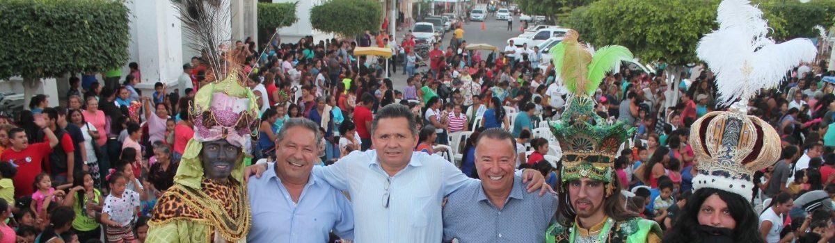 ENCIMA dibuja cientos de sonrisas por motivo del Día de Reyes.