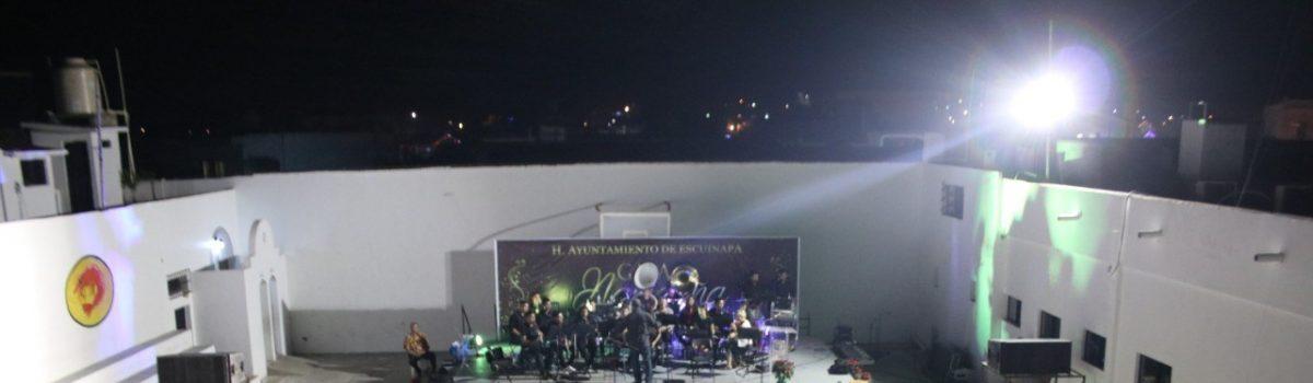 Disfrutan escuinapenses de una Gala Navideña con Banda Sinfónica Severiano Moreno.