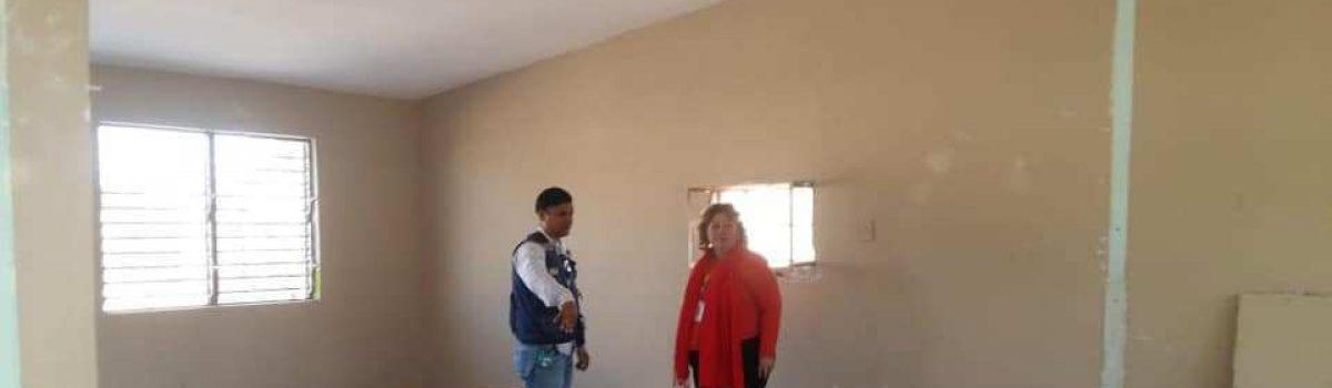 Continúa construcción de aulas y techumbre en albergue de Isla de Bosque.