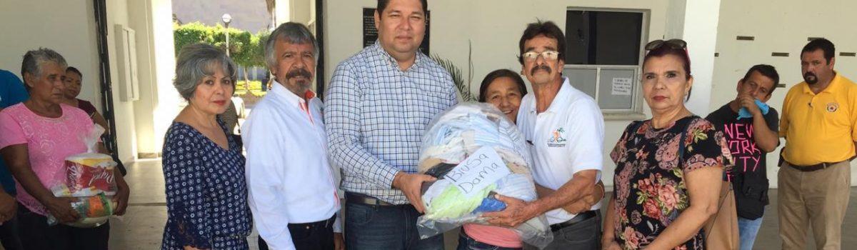 """Recibe alcalde donaciones de la organización """"Escuinapenses radicados en Culiacán""""."""