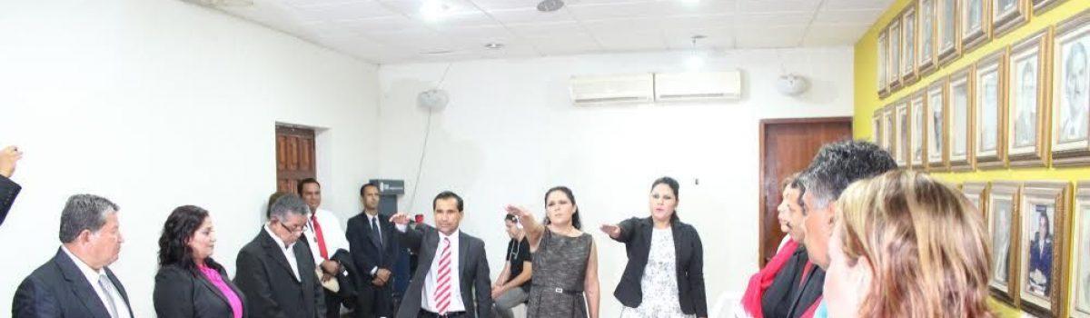 Secretario, Tesorera y Oficial Mayor rinden protesta