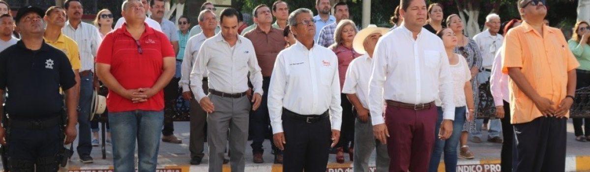 Autoridades municipales conmemoran el 109 aniversario luctuoso de Gabriel Leyva Solano.