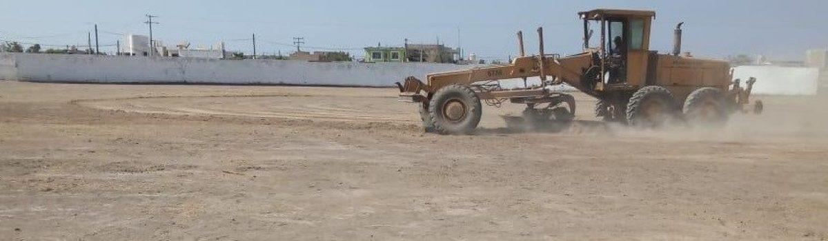Gobierno Municipal realiza emparejamiento de tierra en estadio municipal de béisbol; la siguiente semana se empastará.