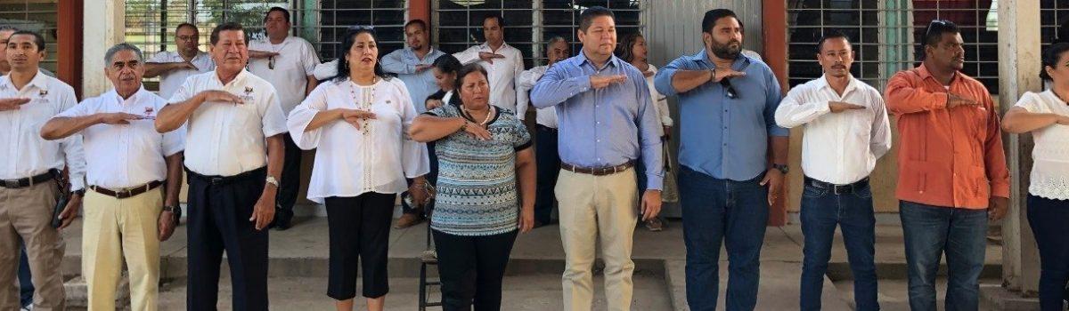Encabeza Alcalde lunes cívico en Esc. Prim. Maximino Hernández Estaño, de la sindicatura de Isla del Bosque.