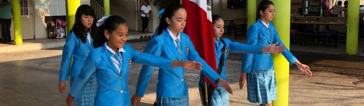 Autoridades municipales encabezan lunes cívico en Colegio El Molino.