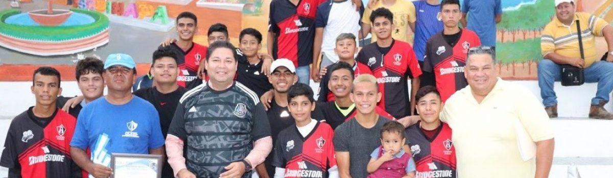 Recibe presidente municipal a futbolistas del Club Atlas Matamoros: reconoce Rafael Márquez a presidente por invertir en el deporte en el municipio.