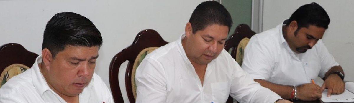 Firma convenio gobierno municipal e ISEA para combatir el rezago educativo.