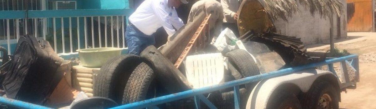 Servicios médicos municipales implementa descacharrización en Teacapán; obtienen más de 3 toneladas de cacharros.