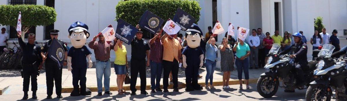 """Banderazo de gobierno municipal y federal del Operativo de Seguridad Vial """"Motociclista Seguro""""."""