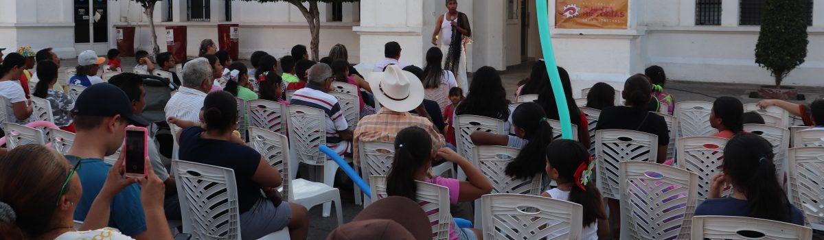 """Disfrutan niños y grandes del Festival Cuenta Historias """"Güilo Mentiras""""."""