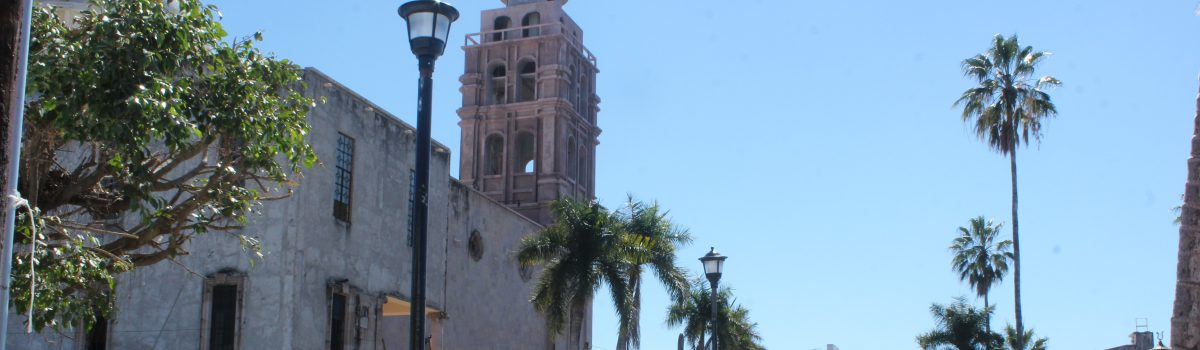 Ayuntamiento reinstala tres luminarias en la plazuela municipal