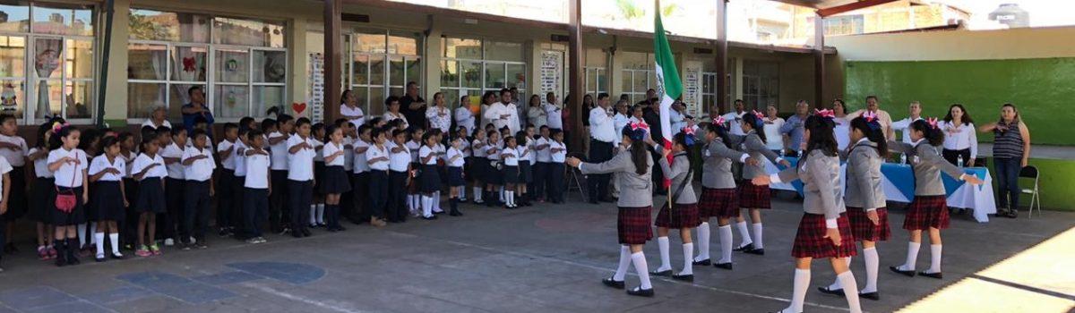 """Gobierno Municipal realiza lunes cívico en Esc. Prim. """"J. Natividad Toledo"""" turno vespertino."""