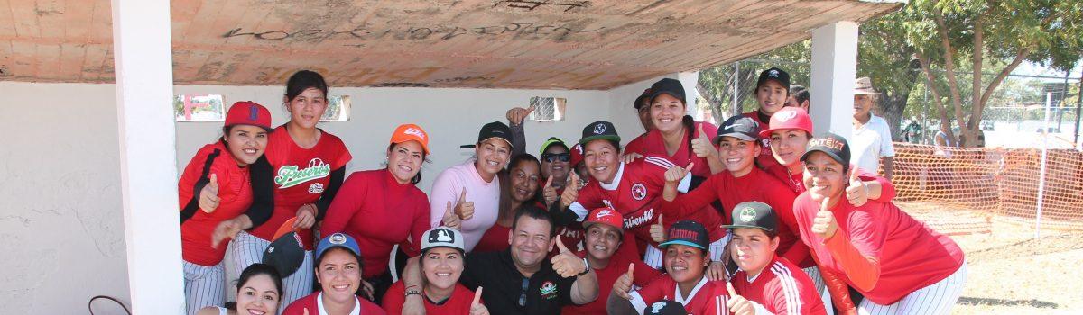 Equipo de softbol de Escuinapa debuta como local y gana.