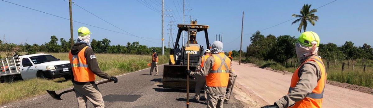 Inician trabajos de renivelación y bacheo en 5.1 kilómetros de la rúa Escuinapa-Teacapán.