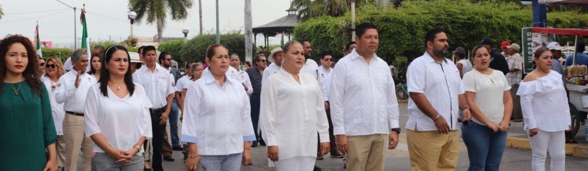 Autoridades municipales conmemoran el 199 aniversario del Día de la Bandera Nacional.