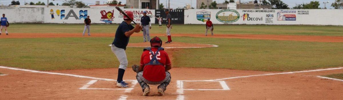 Se compromete presidente municipal a empastar y construir baños en estadio de beisbol de Ejido La Campana.