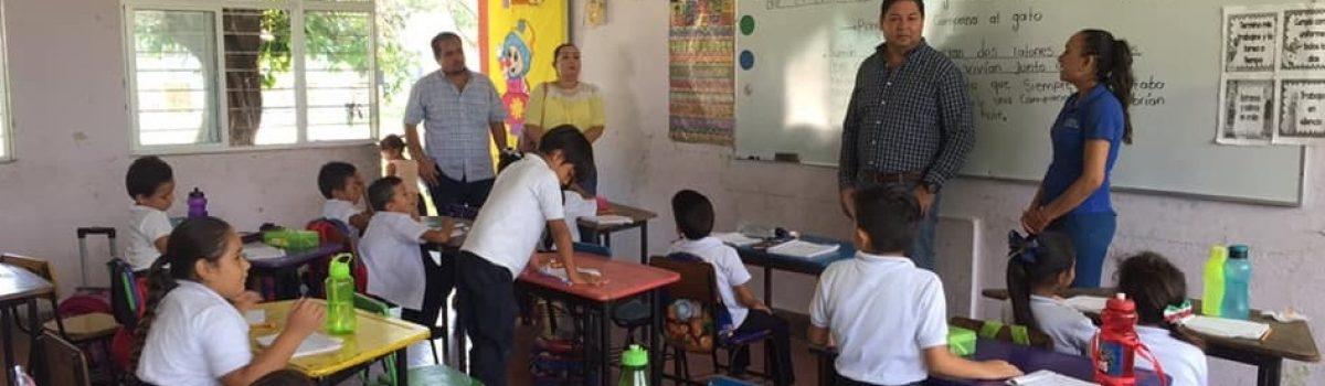 """Atiende presidente municipal reporte de instalaciones de la Esc. Prim. """"Niños Héroes de Chapultepec."""