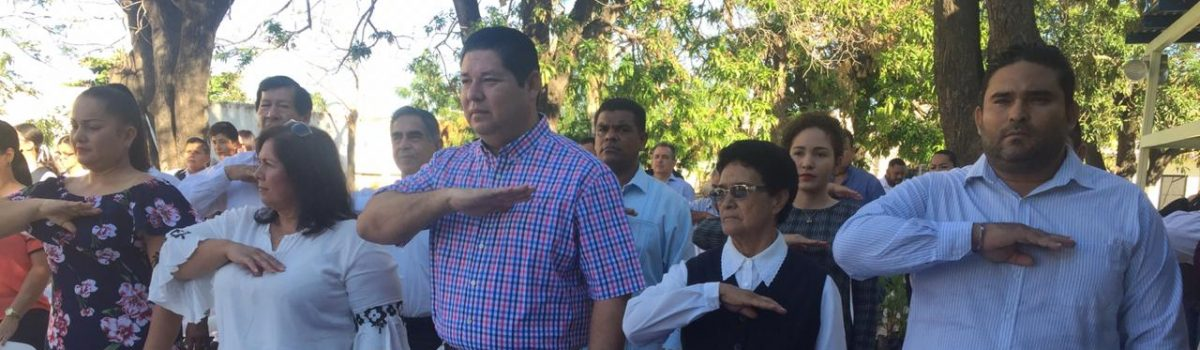 Encabeza alcalde lunes cívico en Colegio La Paz.