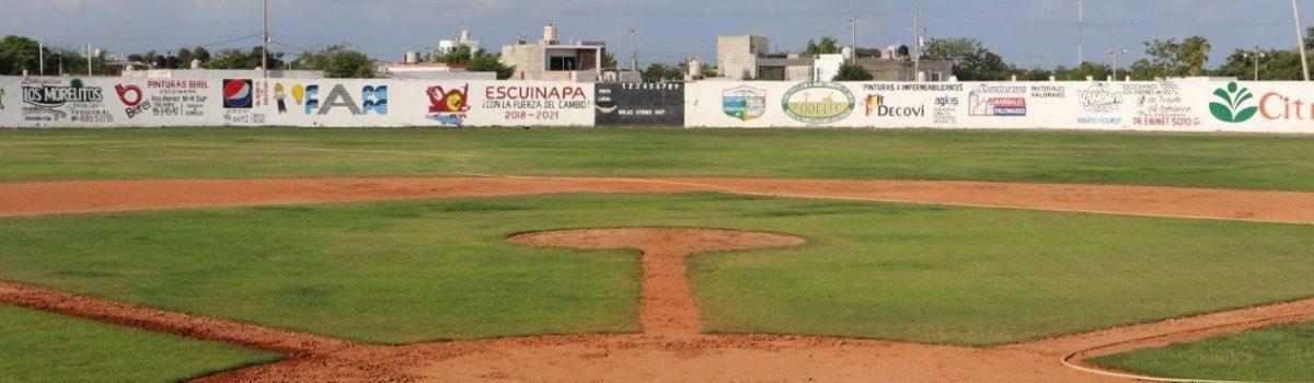 Promotores del IMDE mejoran instalaciones de la Unidad Deportiva.