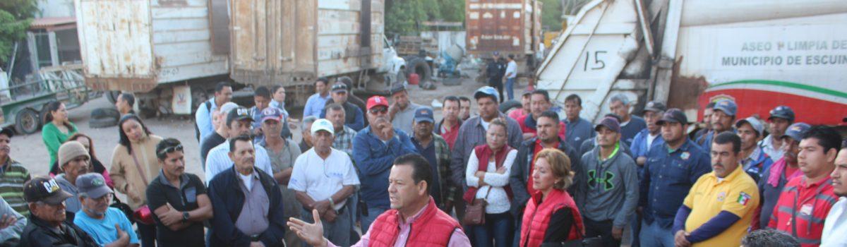 Alcalde verifica condiciones del parque vehicular