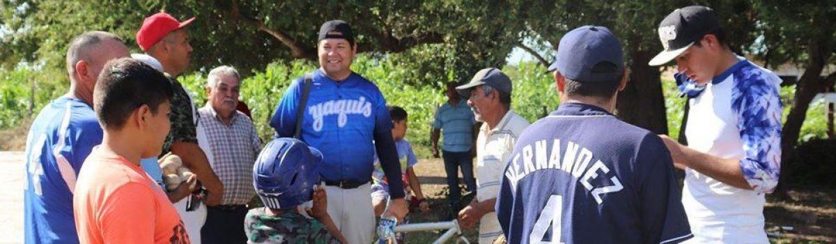 Dotará gobierno municipal de accesorios de béisbol a comunidad de Loma Gabriel Leyva.