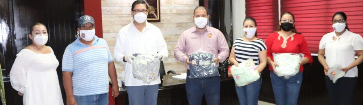 Alcalde entrega uniformes al Sindicato de Trabajadores al Servicio del H. Ayuntamiento.
