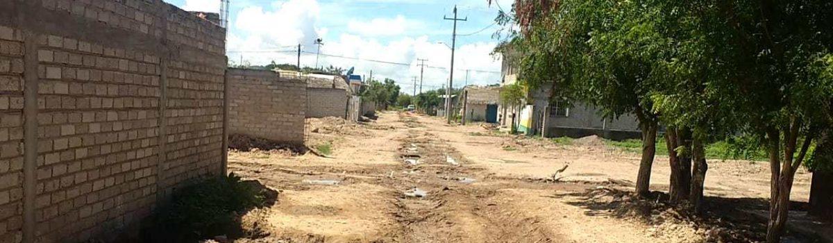 Alcalde exige a constructoras celeridad en obras que están detenidas