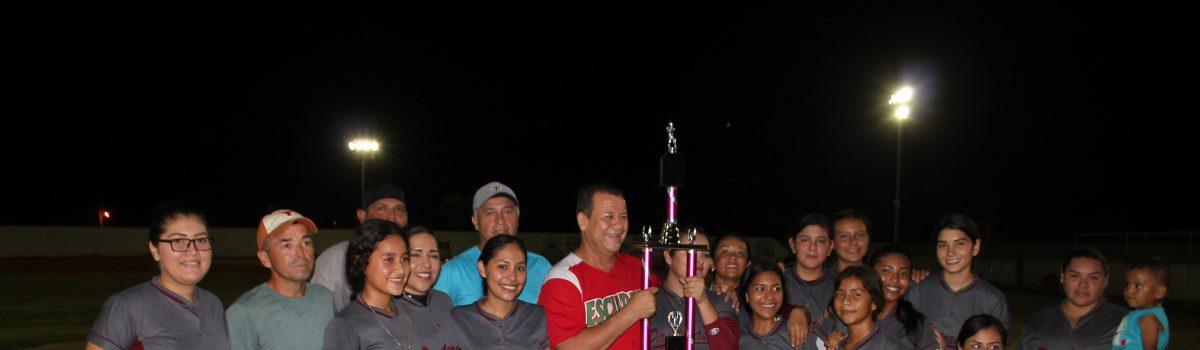 Alcalde premia a los equipos finalistas de softbol