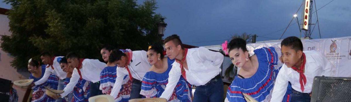 Disfrutan escuinapenses de la Danza Folklórica durante el concurso Estatal celebrado en el municipio.
