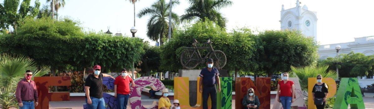 Llegan turistas de Viajando Puro Sinaloa a Escuinapa y disfrutan de la sabrosa gastronomía.
