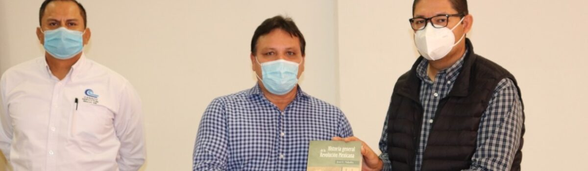Cultura Escuinapa recibe donación de 450 libros por parte de CANACO Mazatlán.